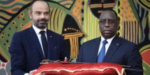 Remise du sabre à Dakar pour célébrer la restitution du patrimoine africain